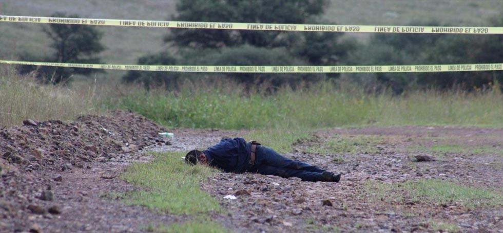 Abandonan cadáver en carretera Chihuahua-Cuauhtémoc