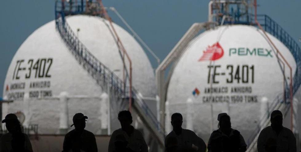 """Se destapó la cloaca en Pemex: AMLO promete """"actuar"""", mientras FGR acumula pruebas por sobornos"""