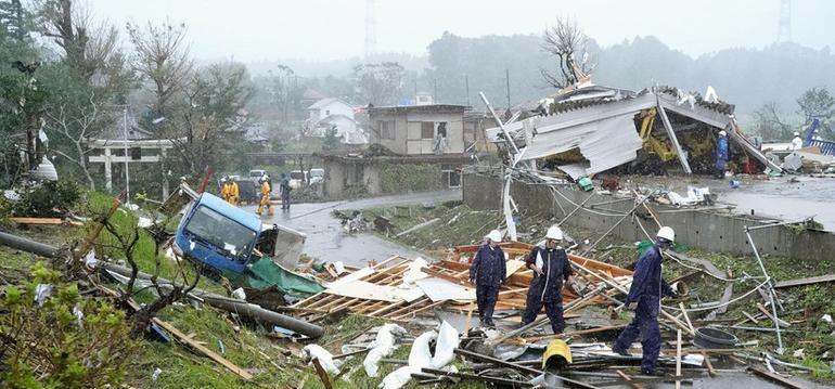 Primeras destrucciones en Japón por tifón Hagibis; 2 muertos (VIDEO)