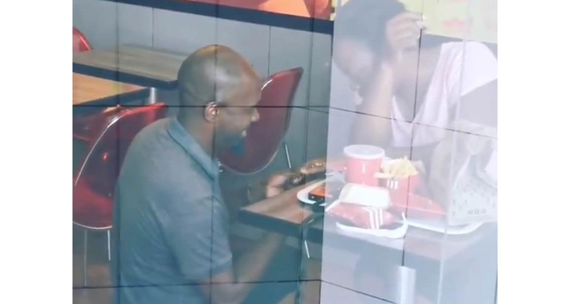 Se burlan de hombre por proponer matrimonio en KFC; le pagaron su boda
