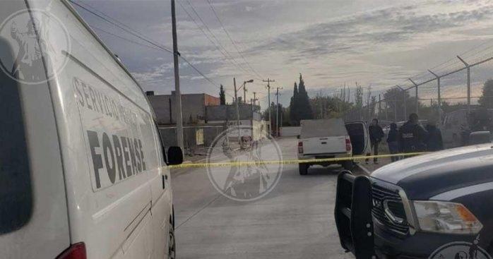 Hallan muerto afuera de salón de eventos en Juárez