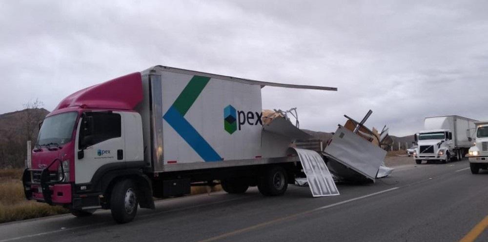 Chocan camiones de carga en kilómetro 192 de delicias a chihuahua