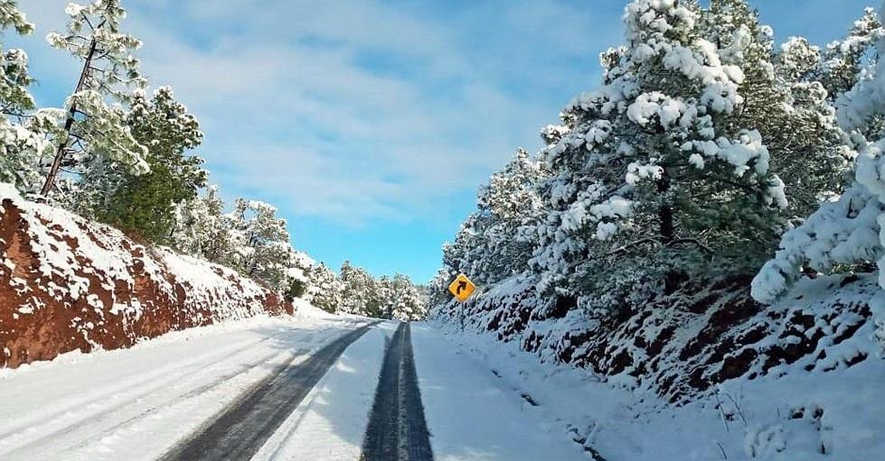 Nevadas obligan a cierres carreteros en Madera y Buenaventura