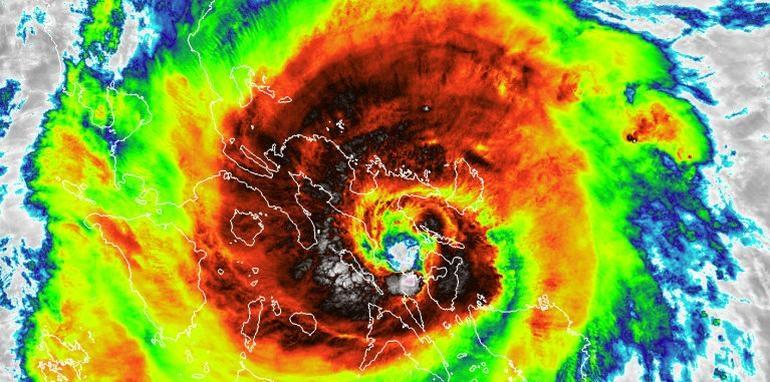 Único tifón en el planeta crece a categoría 4 y azota Filipinas