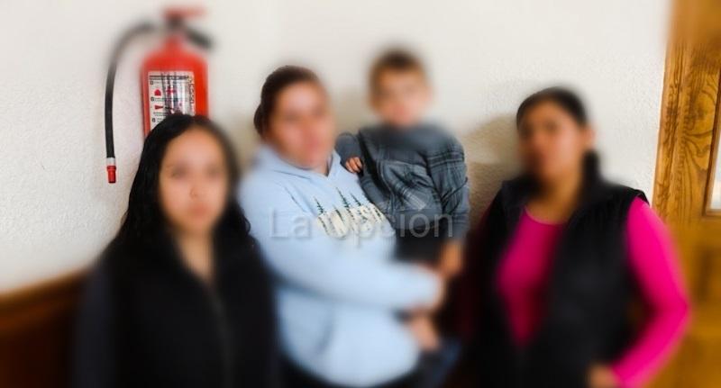 Niño entra con navaja, amenaza a compañeros y golpea a maestra