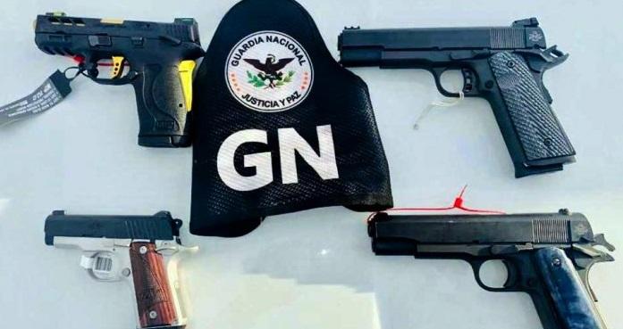 Capturan a pareja con 4 pistolas en la carretera Ojinaga-Chihuahua