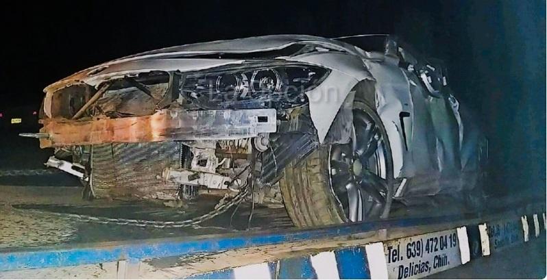Destroza BMW al volcar; deja daños de $500 mil
