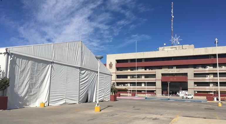 Instalan hospital móvil en Juárez; 20 camas, 2 consultorios