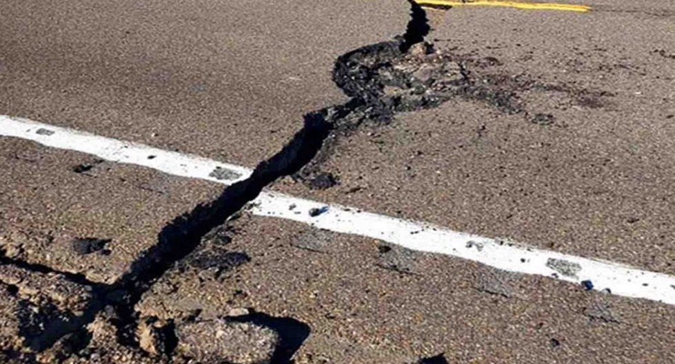 Así quedó carretera de Nevada tras fuerte sismo de magnitud 6.5