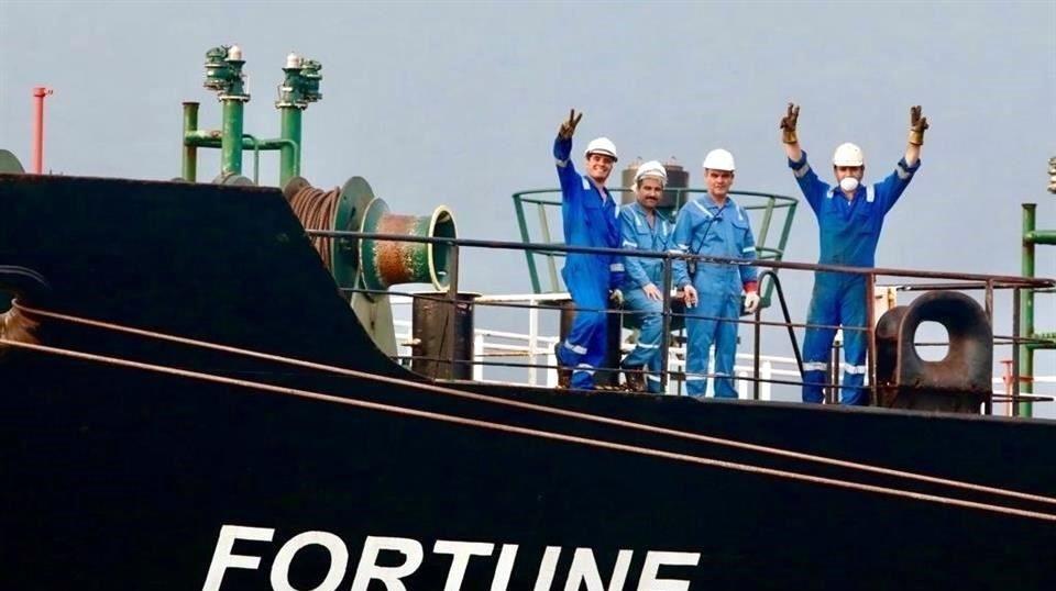 Llega a Venezuela buque de Irán con gasolina