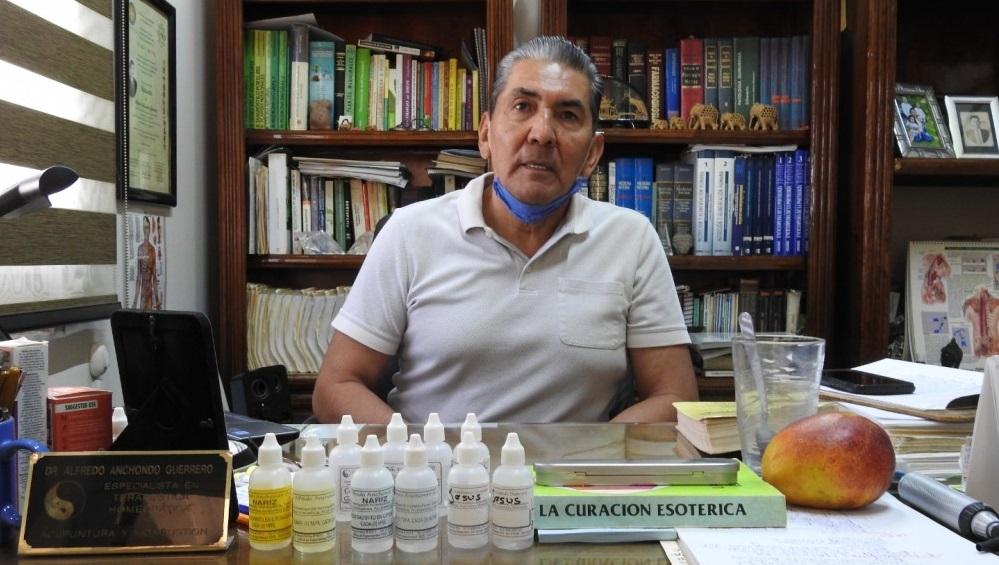 Dice homeópata de delicias que cura el coronavirus