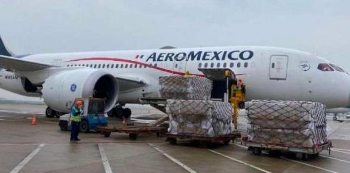 Llega a México avión con 50 ventiladores y más de un millón de cubrebocas