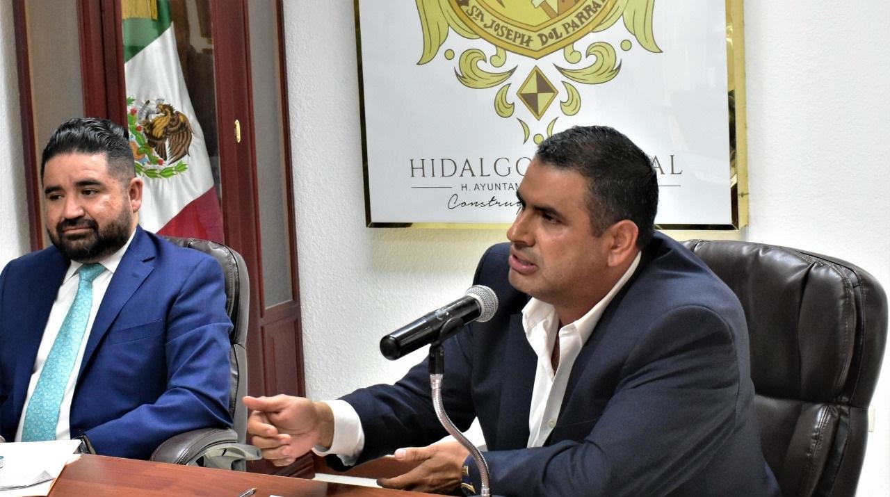 Por consenso de Cabildo, Alfredo Lozoya solicitará a Congreso campañas políticas sin recursos públicos.