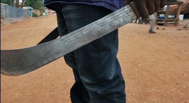 En tesgüinada matan a machetazos a hombre en Camargo