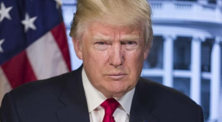 Amenaza Twitter con suspender cuenta de Trump