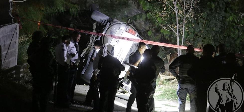 Presuntos sicarios vuelcan vehículo al tratar de huir tras intento de ejecución
