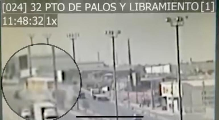 VIDEO: Así cayó tráiler de puente en Ciudad Juárez