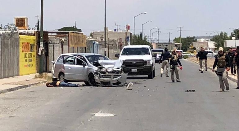 Ejecutó a hombre en carwash en Juárez y abrió fuego contra ministeriales