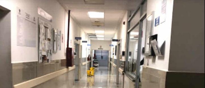 Muere bebé en sala de espera de hospital