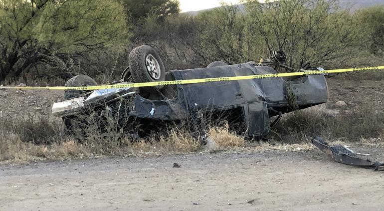 Fatal volcadura en la carretera a Aldama; 1 muerto y 1 herido