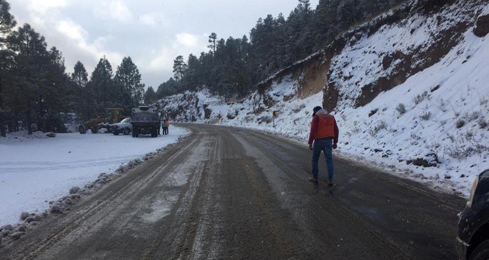 Cierran carreteras en el municipio de Guerrero