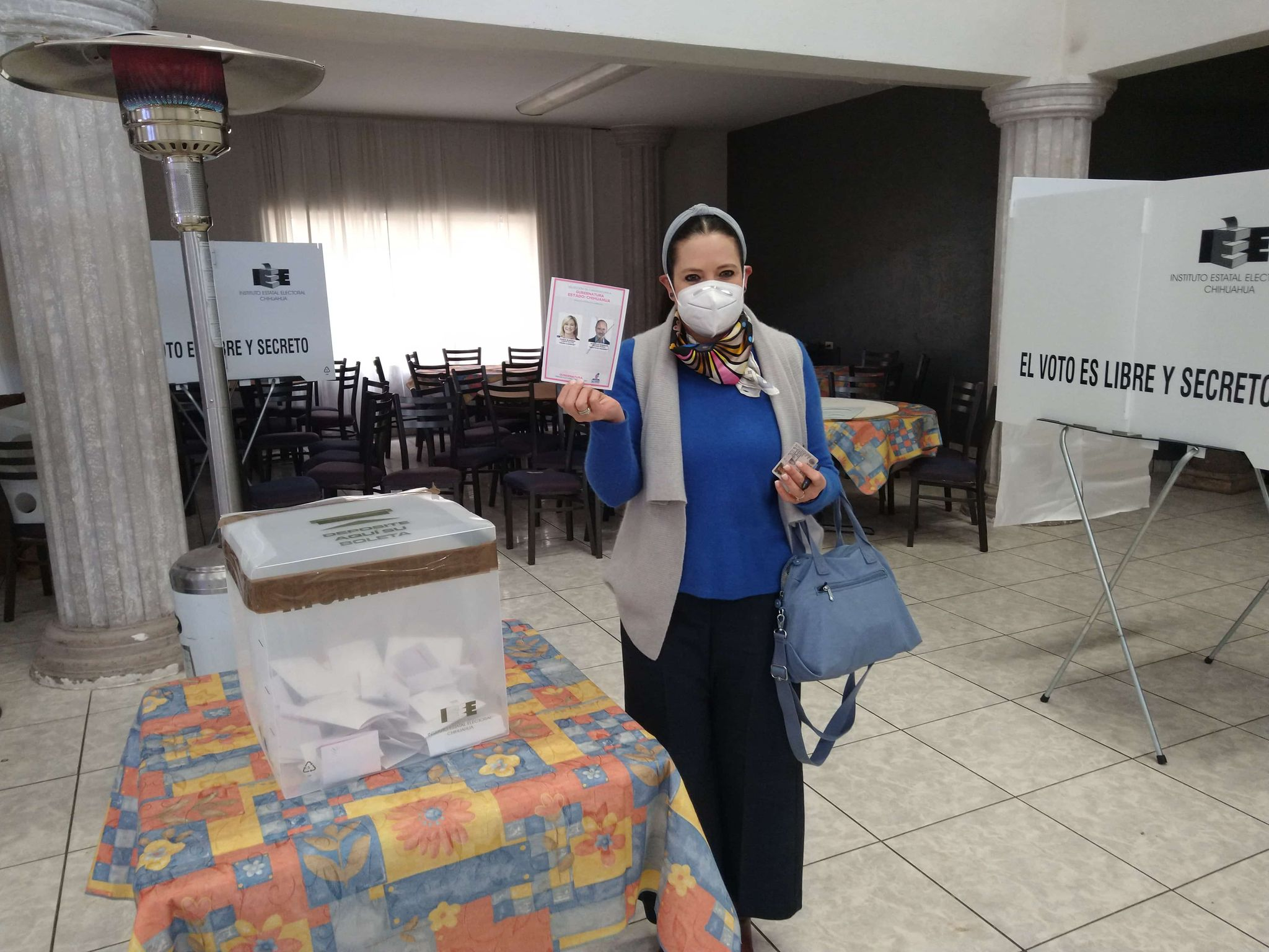 Diputada Patricia Terrazas muestra su voto a favor de Madero
