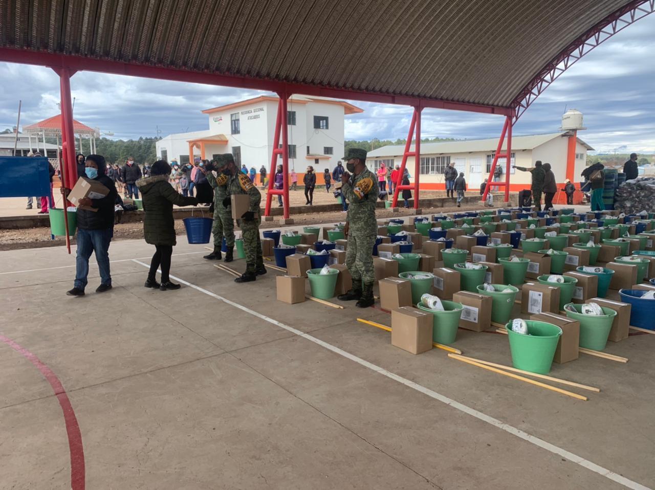Militares entregan miles de apoyos en Guadalupe y Calvo