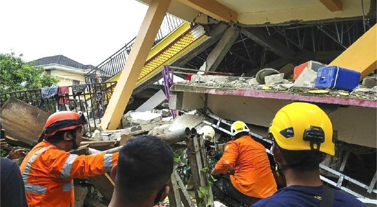 Al menos 42 muertos tras terremoto en Indonesia