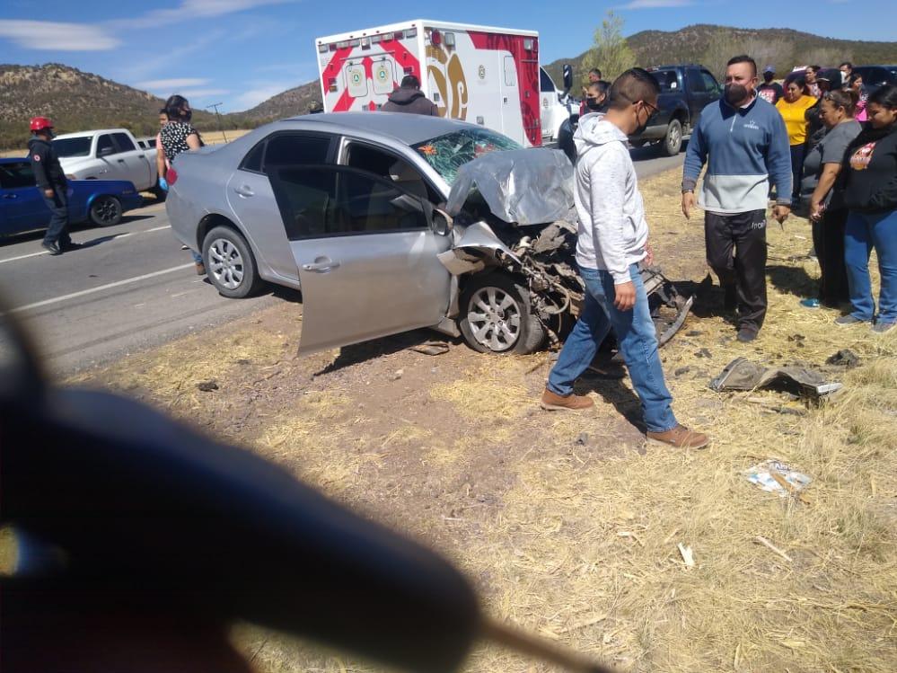 Guerrero > Choque deja una mujer sin vida; participaron una unidad de la AEI y un Corolla