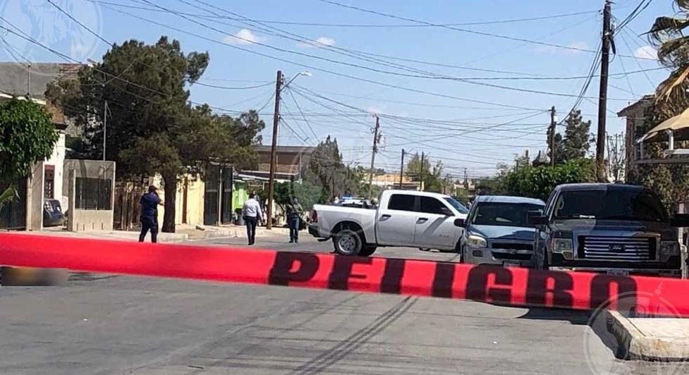 Sicarios bajan a hombre de vehículo y lo ejecutan; intentan incendiar cadáver