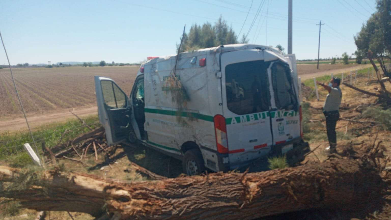 Muere uno de los 11 heridos en choques entre ambulancias y trailers