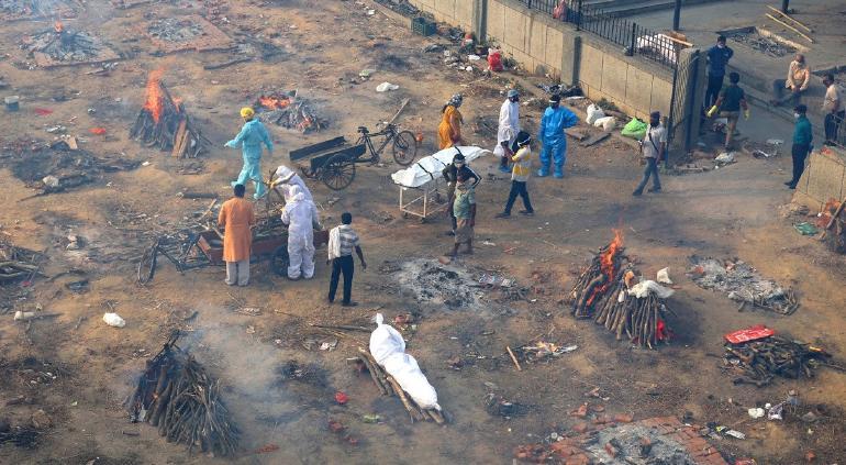 Catástrofe en la India: rompe récord mundial de casos COVID en un día