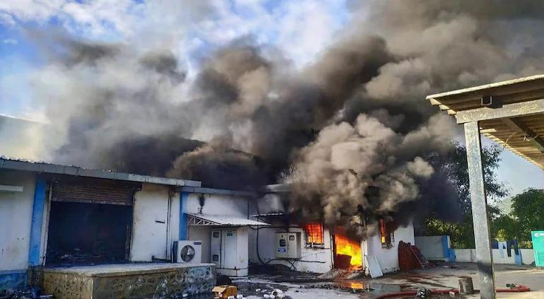 Estalló incendio en fábrica india de productos químicos; murieron 18