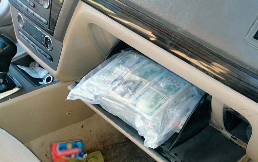 Intenta cruzar a Juárez con más 217 mil dólares en efectivo