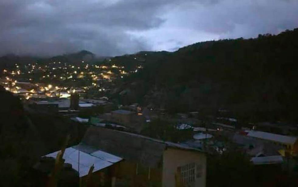 Sin luz medio Guadalupe y Calvo por lluvias