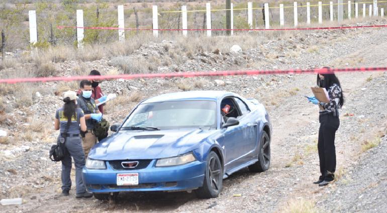 Identifican a pareja ejecutada en Mustang en carretera Delicias