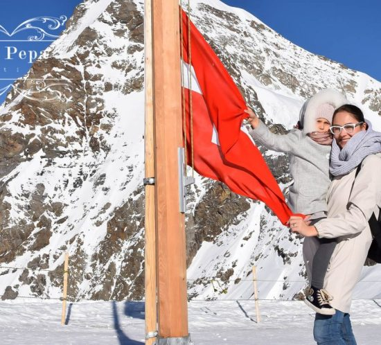 """Green Travellers   Mountains Experience """"The Top of Europe"""" in Swiss"""