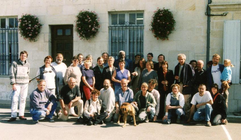 début des Lapidiales 15-09-2001 ; Ousmane Sow au milieu des premeirs protagonistes des Lapidiales.