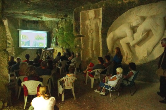 Après la projection dans la grotte, ...