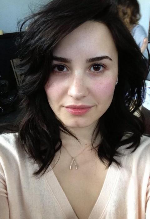 Demi-Lovato-no-makeup-picture-April-2013
