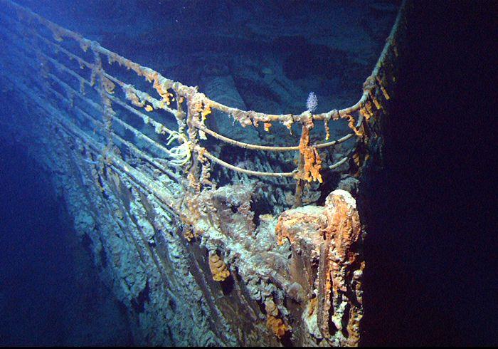 1 - Prua del Titanic nel giugno 2004