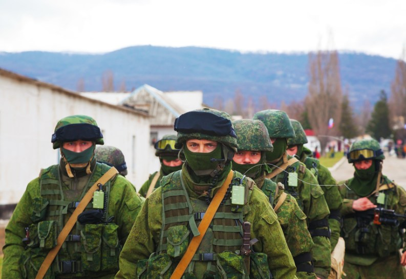 forze regolari russe a Perevalne, Crimea.