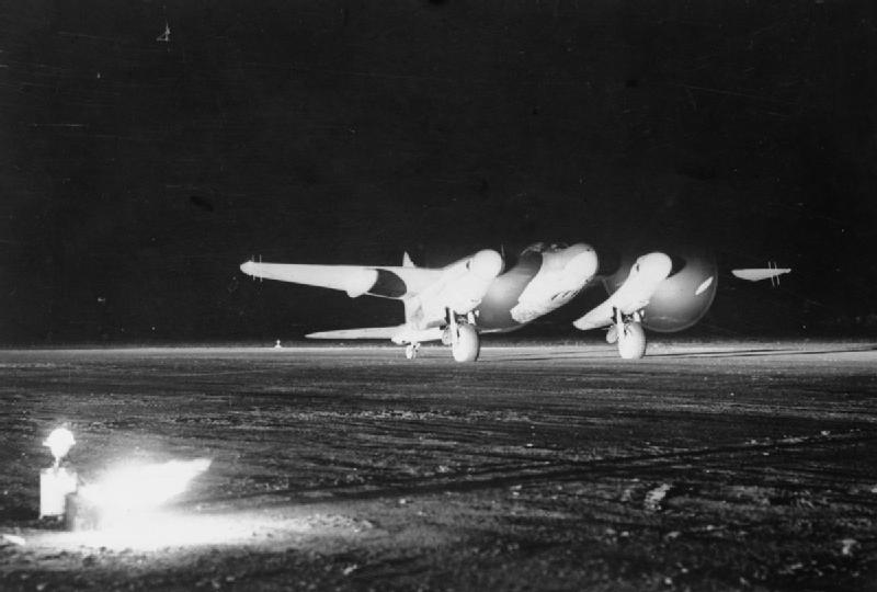 De_Havilland_Mosquitoat_night_takeoff