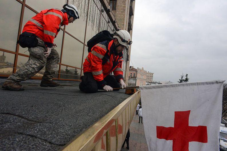 red-cross-kiev-feb-2014