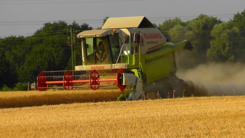 combine-harvester-168740_1280