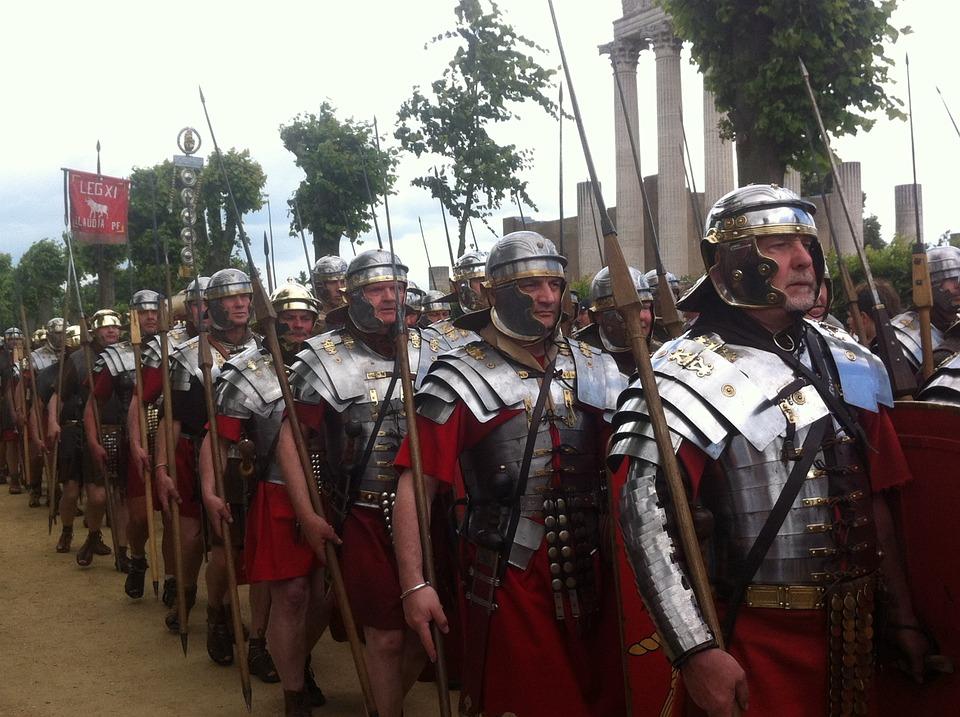legionari romani in marcia (rievocazione storica)