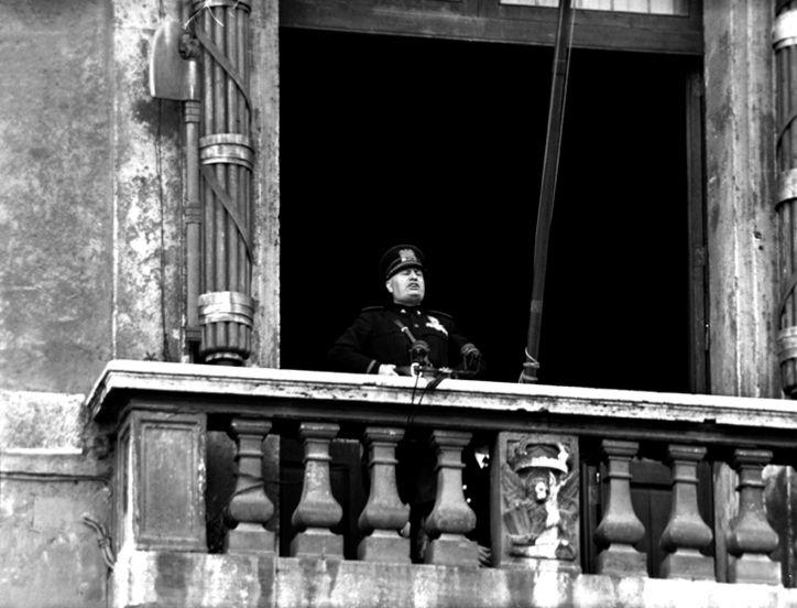 Mussolini dichiara guerra alla Francia ed al Regno Unito il 10 giugno del 1940.
