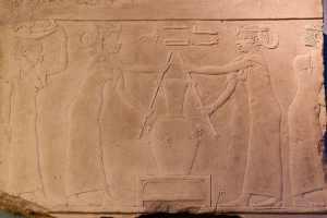 Egitto, fabbricazione del profumo di giglio: dalla decorazione di una tomba della IV dinastia (2500 a.C.).