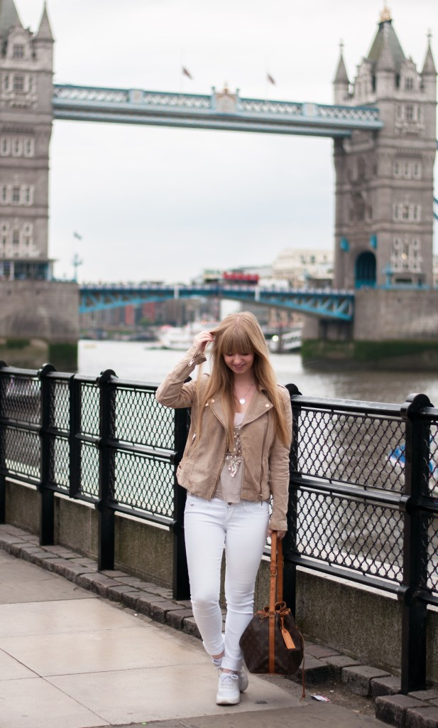 london-travel-diary-outfit-post-fashion-blogger-laraira-england-streetstyle-how-to-wear3