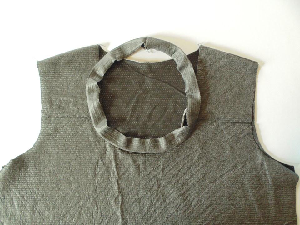 come rifinire lo scollo di una tshirt